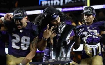 Zwei Washington Huskies für die Eagles