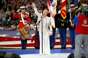 Pink sang die Nationalhymne der USA