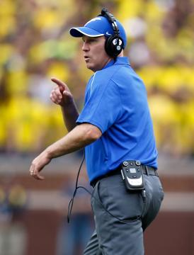 Air Force Head Coach Troy Calhoun war in der Lage, schnell zu reagieren.
