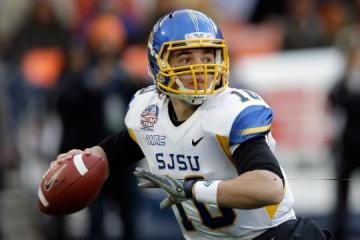 Quarterback David Fales #10 (San Jose State Spartans).