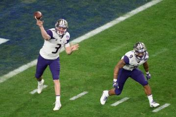 Quarterback Jake Browning #3 (Washington Huskies)