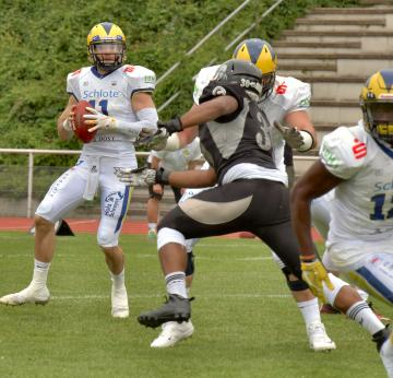 # 11 QB Casey Therriault (Hildesheim Invaders)