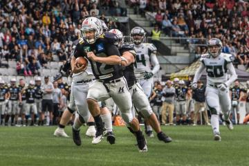#12 Quarterback Sean Shelton (Tirol Raiders) erlief zwei Touchdowns.