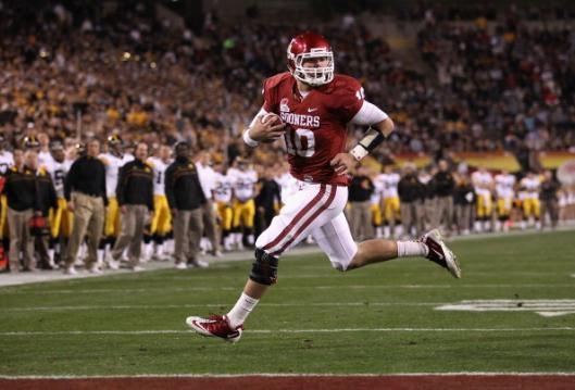Quarterback Blake Bell #10 of the Oklahoma Sooners scores on a 4  yard rushing touchdown against the Iowa Hawkeyes  during the second quarter of the Insight  Bowl at Sun Devil Stadium on  December 30, 2011 in Tempe,  Arizona.   The Sooners  defeated the  Hawkeyes 31-14.  (Photo by Christian Petersen/Getty Images)