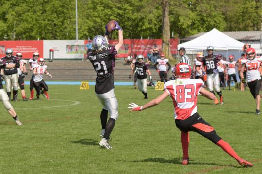 Interception von #21 Hudson Muff (Thun Tigers)
