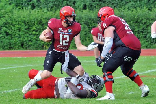 Quarterback Sack durch # 68 DL Huzaif Idrissou (Hamburg Huskies)