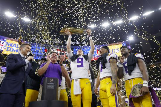 Head Coach Ed Orgeron und Joe Burrow #9 (LSU Tigers)